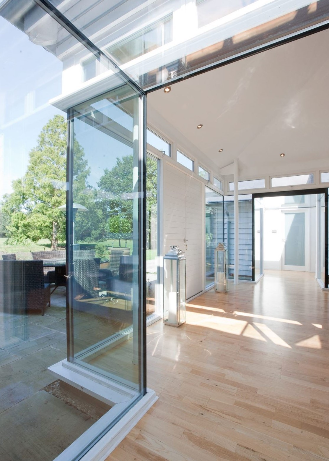 Frameless structural glazing combined with large glass sliding doors