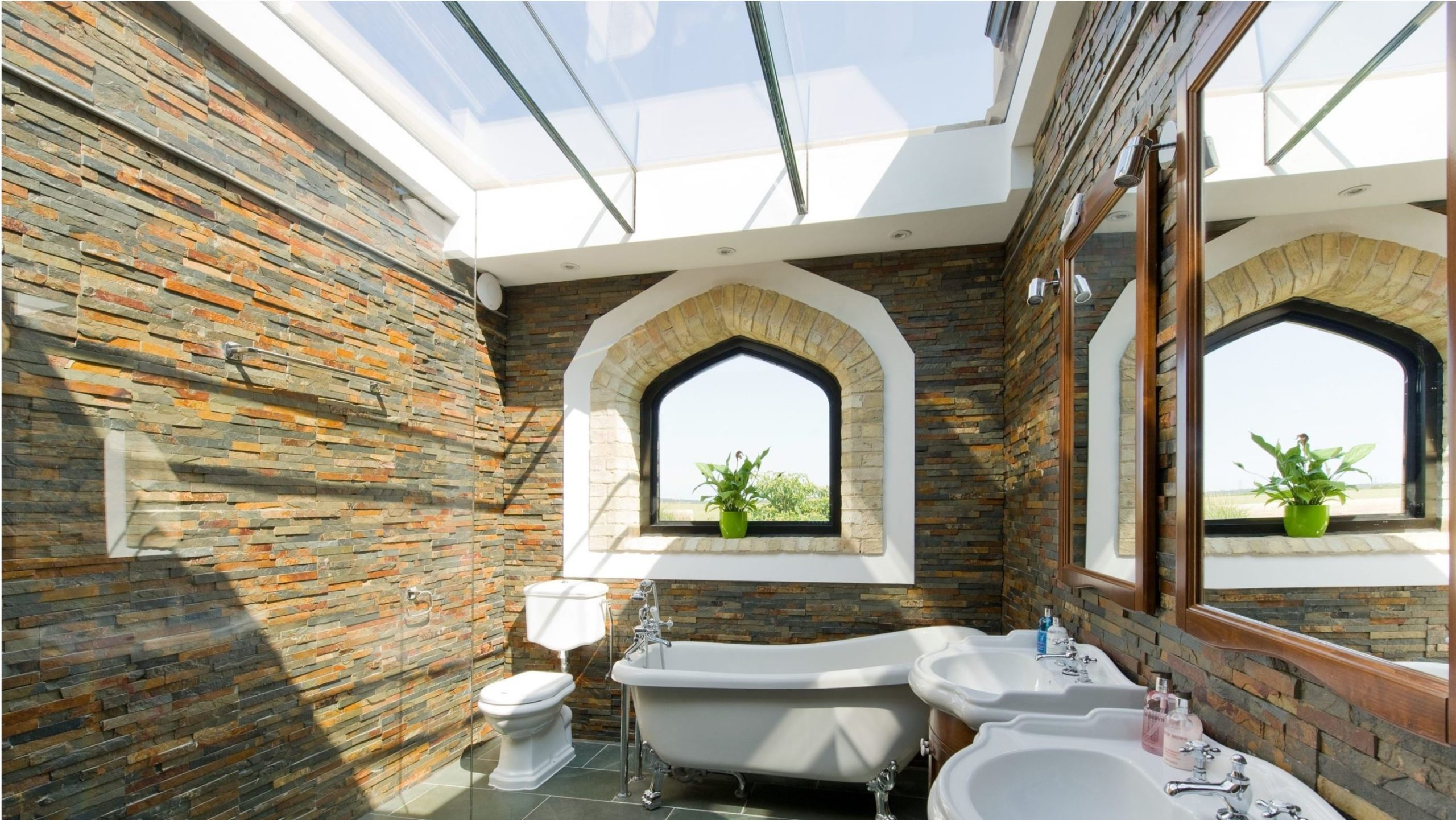 Bathroom benefitting from extra natural light woth opening rooflights